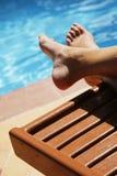 Pies de la piscina Fotos de archivo