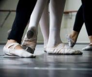 Pies de los bailarines Imágenes de archivo libres de regalías