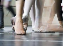 Pies de los bailarines Fotografía de archivo