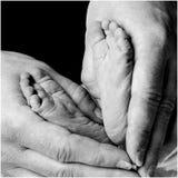 Pies de los recién nacidos Fotos de archivo