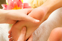 Pies de masaje Imágenes de archivo libres de regalías