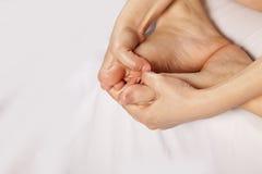 Pies de masaje Foto de archivo libre de regalías