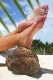 Pies de relajación de la playa Imagenes de archivo