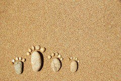 Pies de una familia de piedras en el mar Fotos de archivo libres de regalías