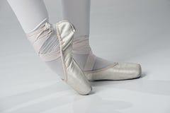 Pies del bailarín de ballet - oro Imagen de archivo