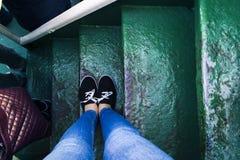 Pies en escaleras Fotografía de archivo libre de regalías