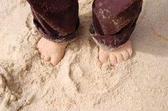 Pies en la arena Fotografía de archivo