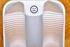 Pies en la escala Foto de archivo libre de regalías