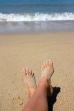 Pies en la playa Foto de archivo libre de regalías