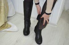 Pies en zapatos Foto de archivo libre de regalías