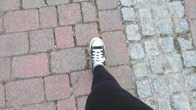Pies mostrar alguien que camina