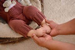 Pies recién nacidos del bebé Fotografía de archivo