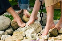 Pies sanos: en las piedras Imagen de archivo