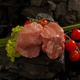Pieses del vitello con i pomodori ciliegia Fotografie Stock Libere da Diritti