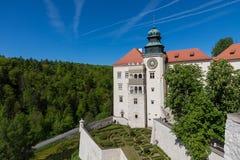 PIESKOWA SKALA,波兰- 2018年5月01日:城堡Pieskowa Skala nea 库存照片