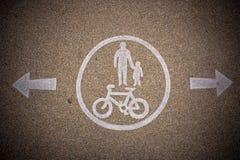 Pieszy i bicyklu oddani pasa ruchu znaki Fotografia Royalty Free