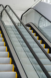 Pieszy odtransportowywa eskalator Obraz Royalty Free
