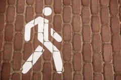 Pieszy znak Zwyczajna droga Znak jest biały Obrazy Royalty Free