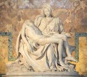 Pieta de Michelangelo na basílica do St Peter em Roma Imagem de Stock Royalty Free