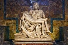 Pieta de Miguel Ángel s, basílica del ` s de San Pedro, Ciudad del Vaticano Imagen de archivo libre de regalías