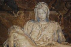 Pieta del Michelangelo nella basilica della st Peter a Roma Fotografia Stock