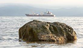 Pietra in acqua di mare Fotografia Stock