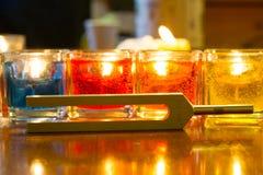 Pietra curativa del cristallo e del diapason sulla tavola fotografia stock libera da diritti
