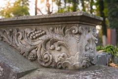Pietra decorativa dell'elemento, il lavoro dello scultore Immagini Stock