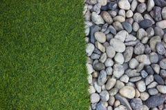 pietra del fiume e dell'erba Fotografie Stock