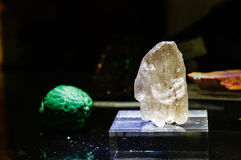 Pietra di gemme cruda, Scapolite bianco Fotografia Stock Libera da Diritti