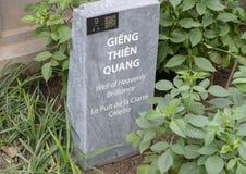 Pietra di informazioni per il pozzo di luminosità celeste, terzo cortile, tempio di letteratura, Hanoi, Vietnam fotografia stock