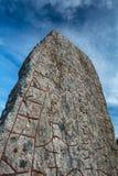Pietra di Rune e un cielo drammatico Fotografie Stock