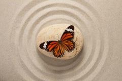 Pietra di zen con la farfalla Fotografia Stock Libera da Diritti