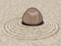 Pietra di zen sui cerchi del giardino della sabbia Immagine Stock Libera da Diritti