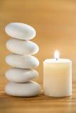 Pietra e candela di zen immagine stock libera da diritti