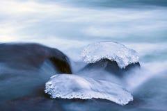 Pietra ghiacciata in fiume Fotografie Stock Libere da Diritti