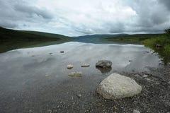 Pietra in lago Fotografia Stock Libera da Diritti