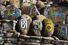 Pietra nepalese di preghiera Fotografie Stock