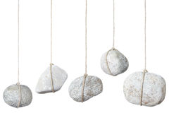 Pietra, roccia che appende da una stringa Fotografia Stock Libera da Diritti