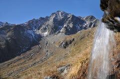 Pietra Rossa con la piccola cascata, Stelvio NP Immagine Stock