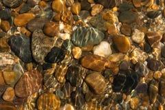 Pietra sotto acqua fotografie stock
