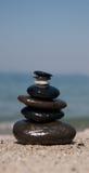 Pietra sulla torretta di pietra - zen Immagine Stock
