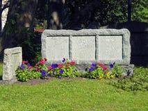 Pietra tombale in bianco antica Fotografia Stock Libera da Diritti