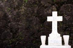 Pietra tombale e parete Immagine Stock