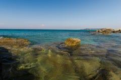 Pietre al mare ionico fotografie stock libere da diritti