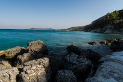 Pietre al mare ionico fotografia stock