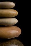Pietre d'equilibratura di zen sul nero Fotografia Stock Libera da Diritti