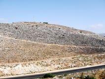 Pietre di Karmiel sulla collina e sulla strada 2008 Fotografie Stock Libere da Diritti