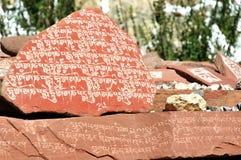Pietre di sacra scrittura del Tibet Immagini Stock