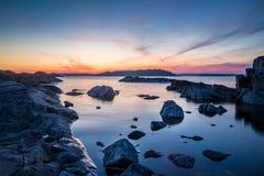 Pietre di tramonto nel lago ladoga in Carelia, Russia Immagine Stock Libera da Diritti